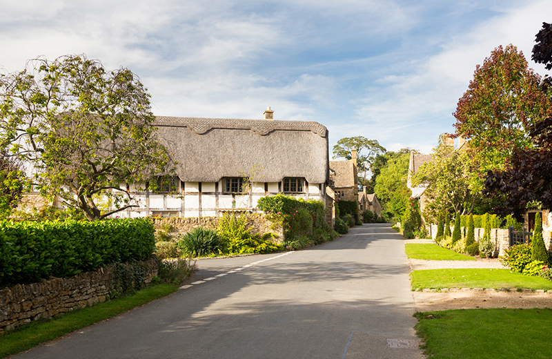 Cotswold Way Thatched cottage
