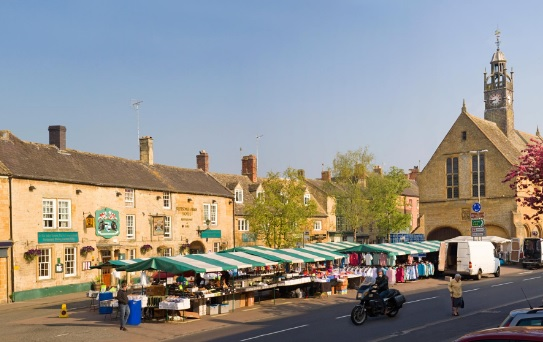 Moreton in Marsh market