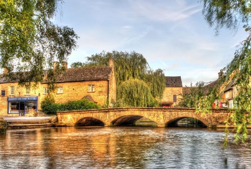 Cotswold walking co Bourton on the Water